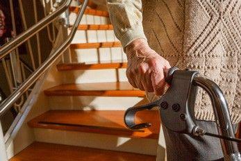 Treppen im Alter sicher überwinden