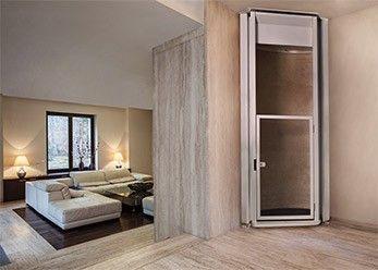 Senkrechtlift ohne Schacht im Einfamilienhaus
