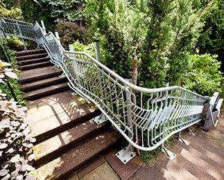 Rollstuhllifte an der Außentreppe