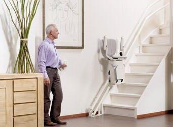 Bis zu € 4.000 Zuschuss der Krankenkasse für einen Treppenlift erhalten.