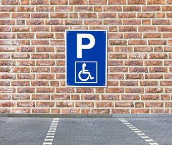 Parkplatz beim barrierefreien Reisen mit dem Auto