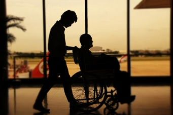 Barrierefrei reisen mit Hilfeleistungen am Flughafen