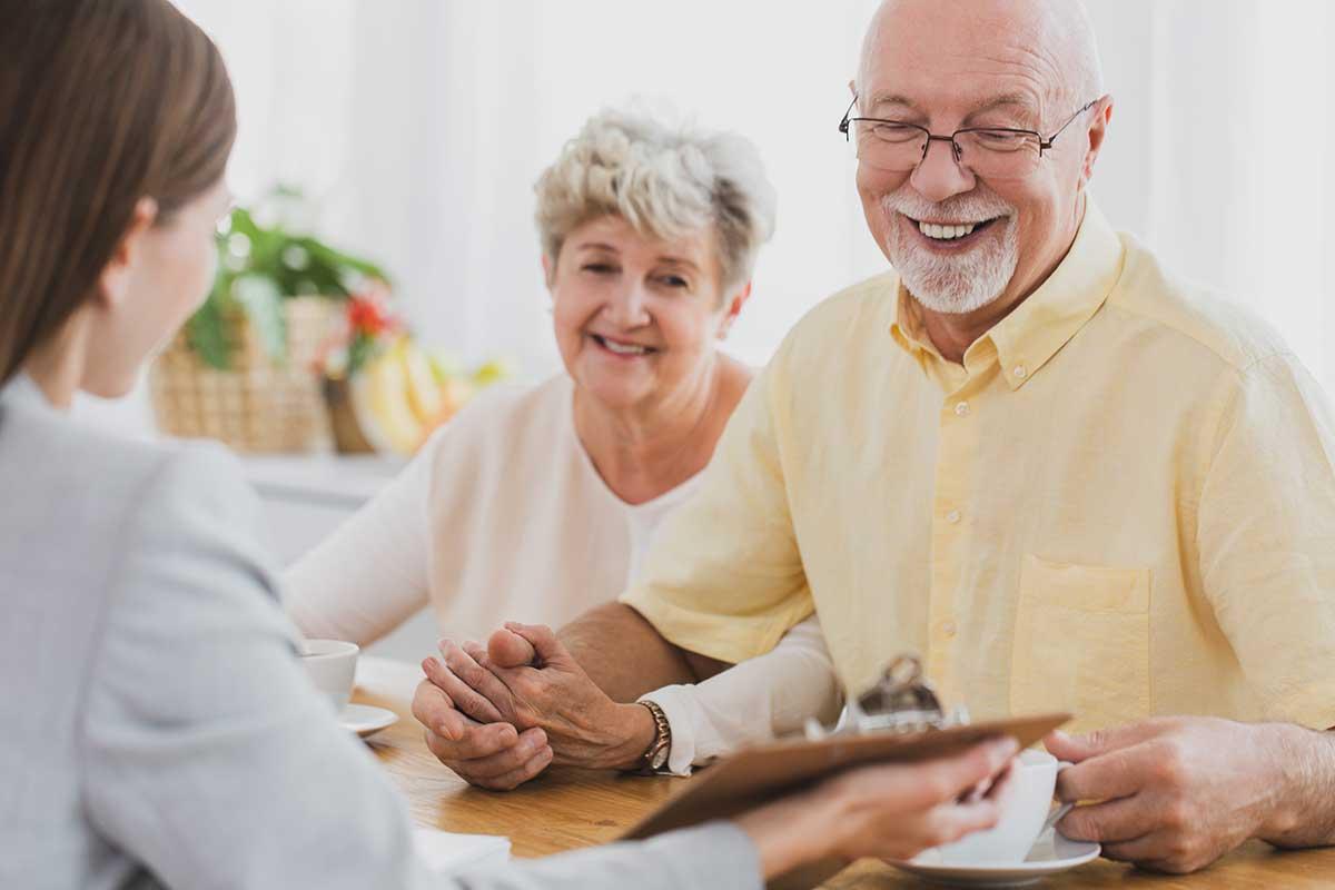 Recherche und Beratung zu Versicherungen im Alter