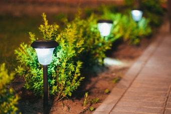 Barrierefreien Garten bei Nacht