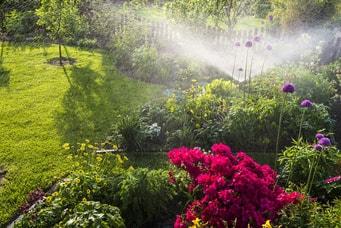 Barrierefreien Garten mit gut bedienbarem Bewässerungssystem