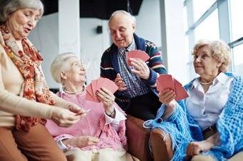 FINGER-Studie für geistige Fitness im Alter: Senioren spielenKarten