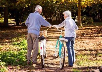 Sport für ältere Menschen mit dem Fahrrad