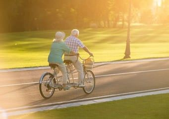 Fitness für Senioren auf dem Tandem
