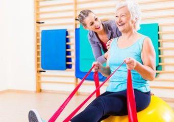 Sport für Senioren in der Turnhalle