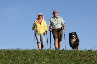 Nordic-Walking für Senioren mit Hund