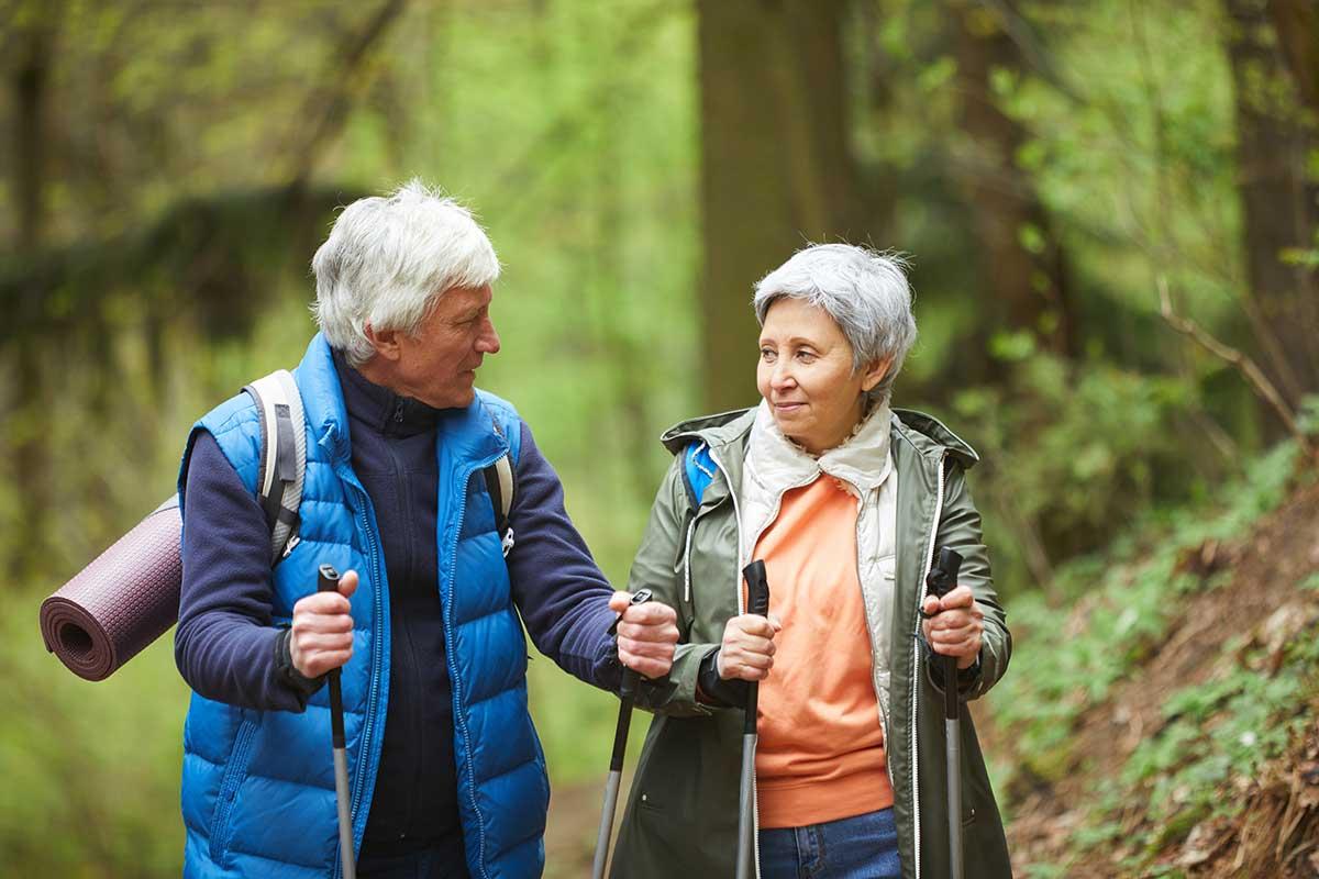 Nordic Walking für Senioren im Schnee