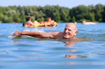 Seniorenschwimmen verschiedene Techniken
