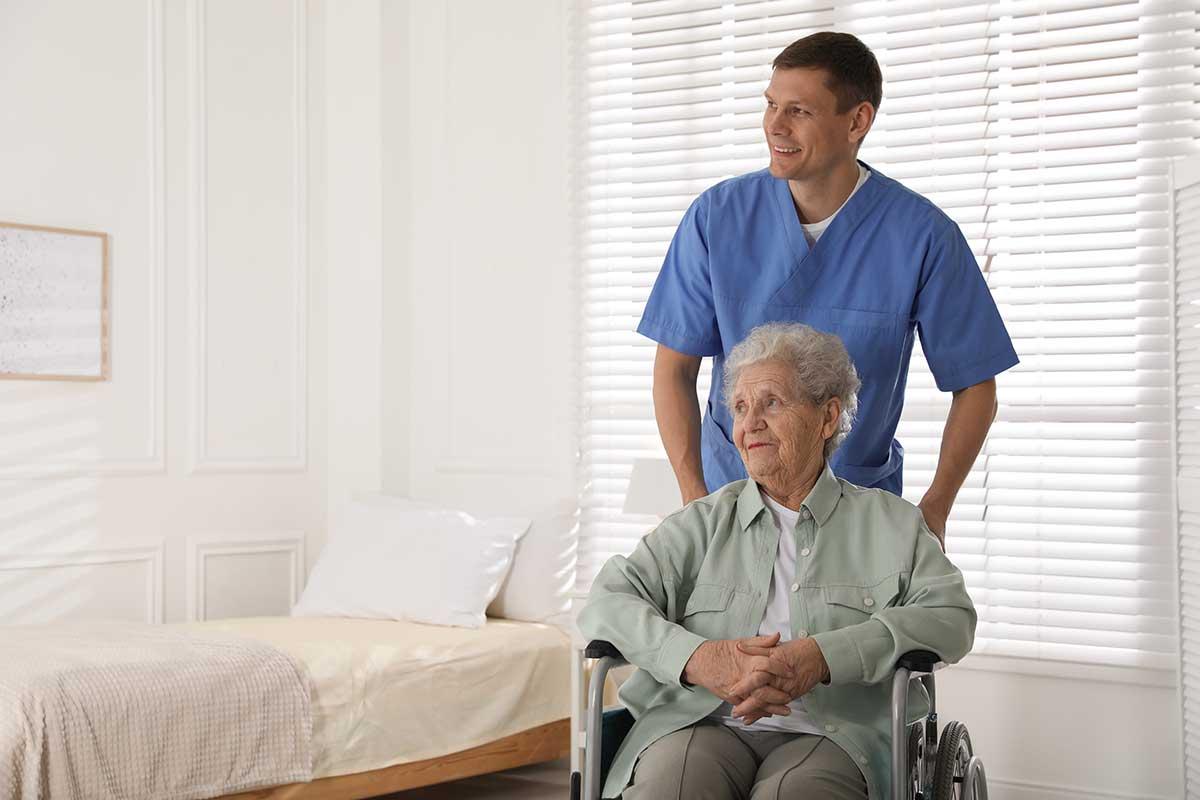 Spezialschränke als Möbel für Senioren im Rollstuhl