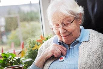 Wichtiger Seniorenbedarf: Ein Notrufknopf