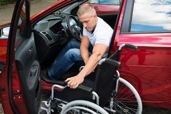 Behindertengerechtes Auto für Rollstuhlfahrer