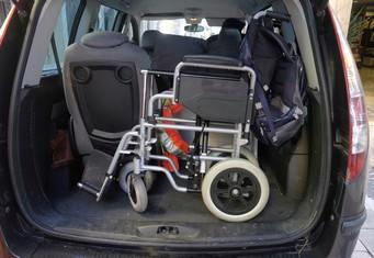 Behindertengerechtes Auto mit viel Stauraum