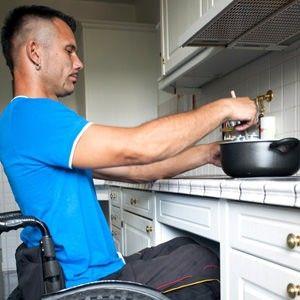 Unterfahrbare Herdplatte als Erleichterung in der barrierefreien Küche