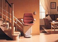 Sitzlift zur Überwindung von Teppen im Haus
