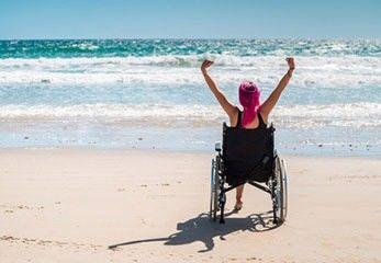 Urlaub mit Rollstuhl am Strand