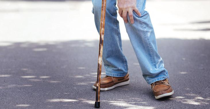 Mit einem Treppenlift Knie und Gelenke schonen